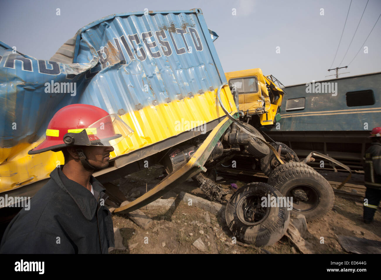 Dec. 29, 2014 - Dhaka, Bangladesh - Resuce workers at the scene after at least six people, including a woman, have - Stock Image