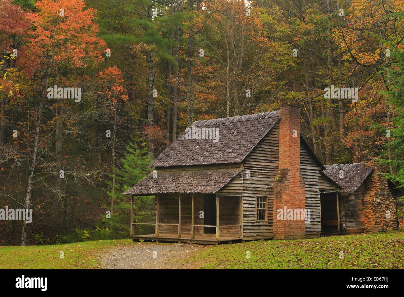 log cabins parks drive s the here from visit preserved park to great cove foundation in smoky cade old first our national mountains a explore