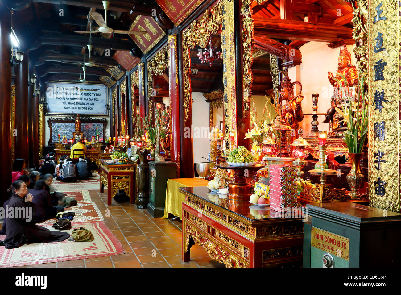 Worshipers and shrines, Tran Quoc Pagoda, Hanoi, Vietnam - Stock Image