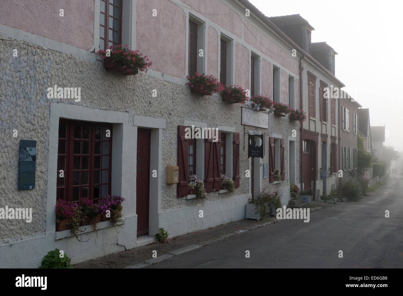 Le Coin des Artistes; chambre d'hôtes accommodation in Giverny, Normandy, France (former grocery store - Stock Image
