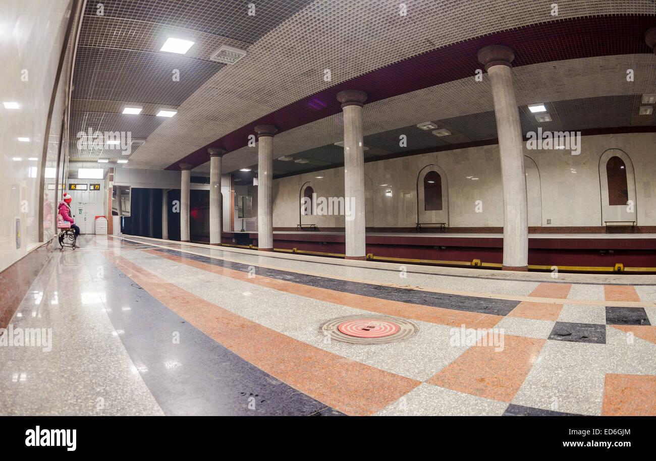 Passenger await the arrival of the train at subway station Rossiyskaya - Stock Image
