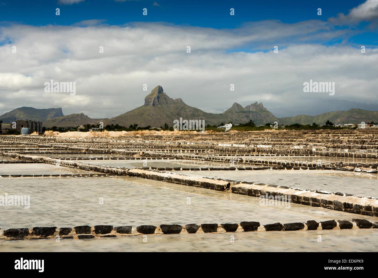 Mauritius, Tamarin, Montagne du Rempart behind salt pans - Stock Image