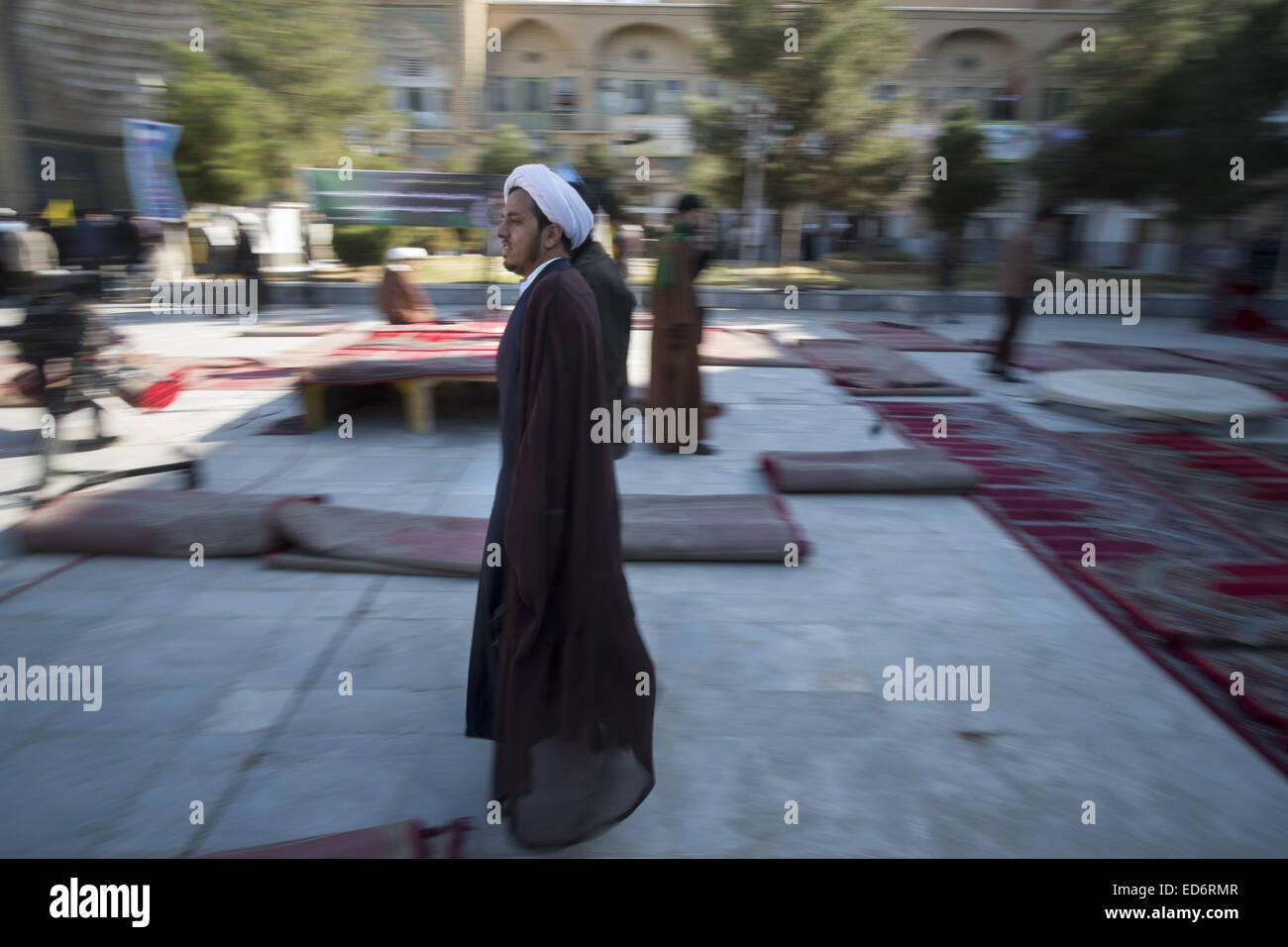 Qom, Iran. 30th Dec, 2014. An Iranian cleric leaves faziye Seminary in the holy city of Qom 120 km (75 miles) south - Stock Image