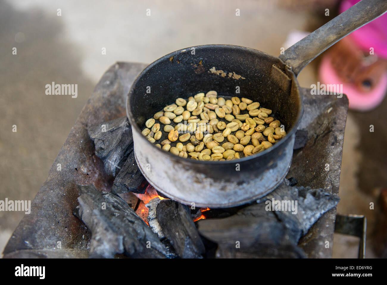 Roasting coffee beans, Keren, Eritrea - Stock Image