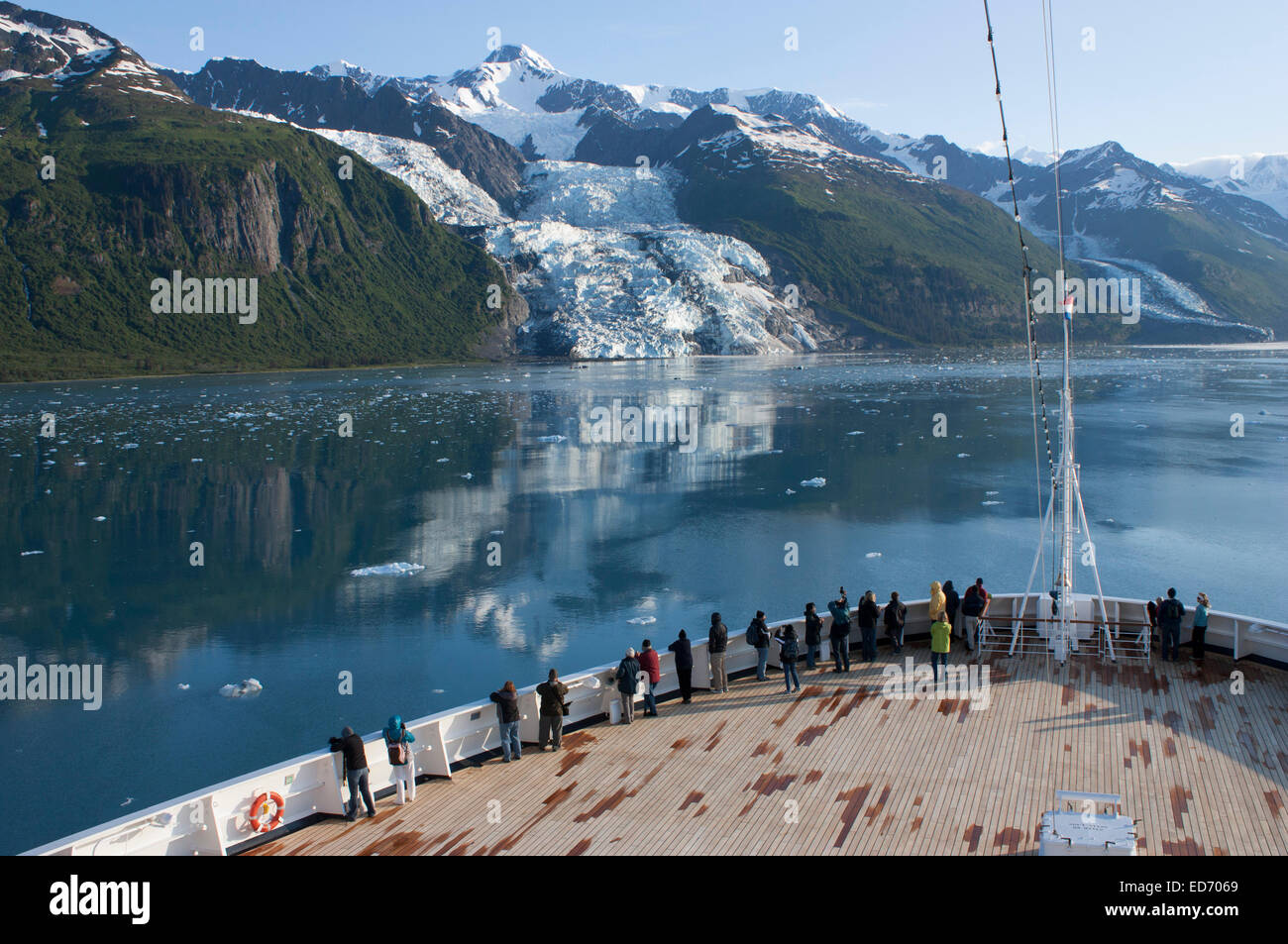 USA, Alaska, Prince William Sound, College Fiord, tourists on cruise ship viewing glaciers - Stock Image