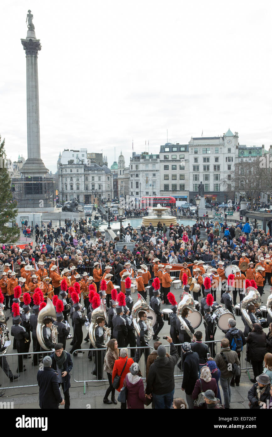 Trafalgar Square, London, UK.  30th December 2014.  The University of Texas Longhorn Alumni Band and James Bowie - Stock Image