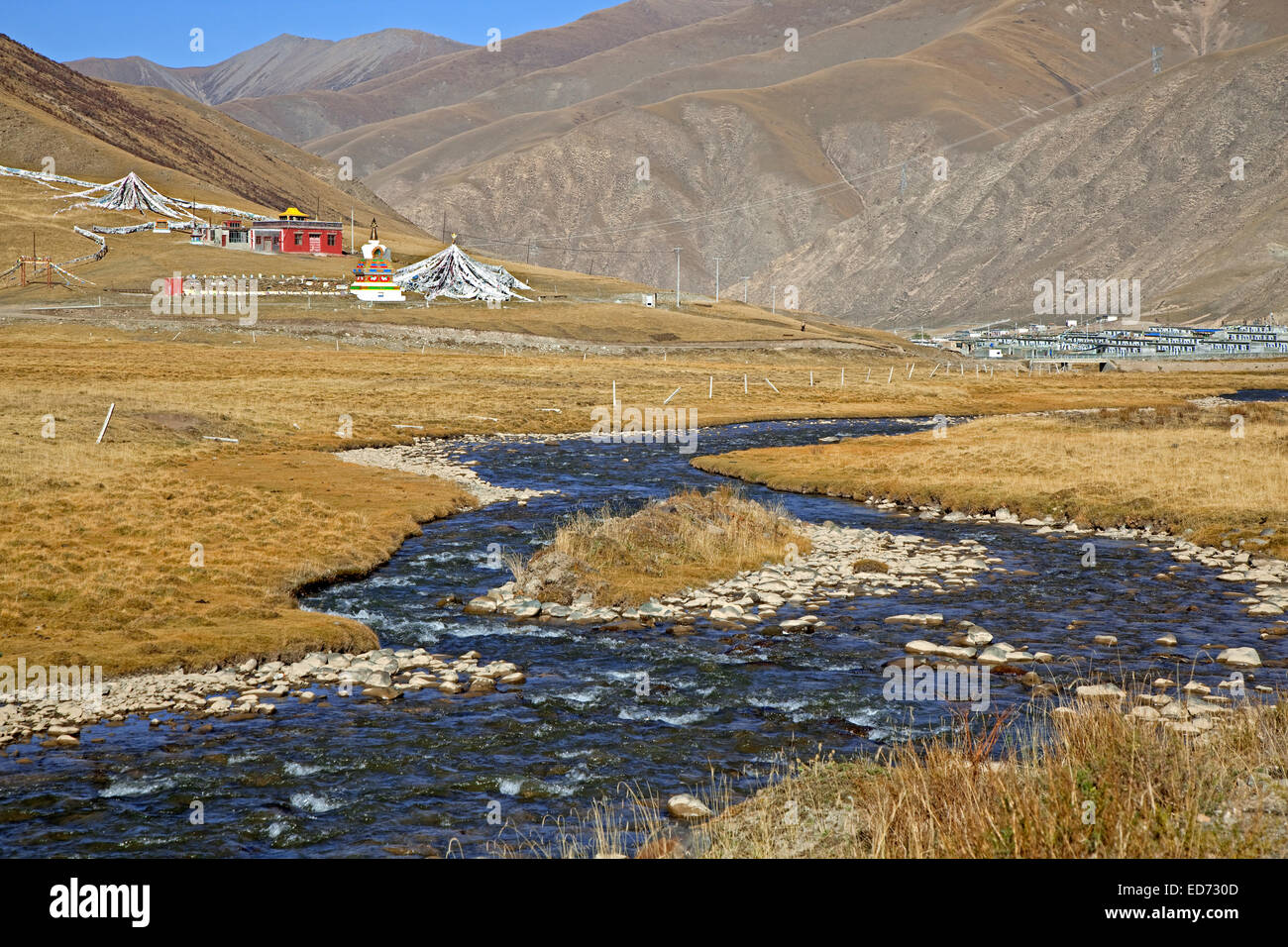 Remote Tibetan monastery along the Sichuan-Tibet Highway, Qinghai province, China - Stock Image