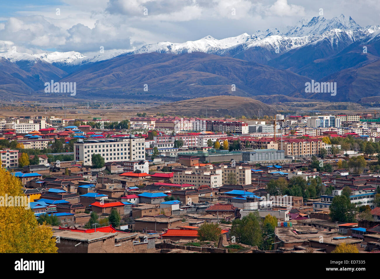 View over the Tibetan town Garze / Ganzi, Sichuan Province, China - Stock Image