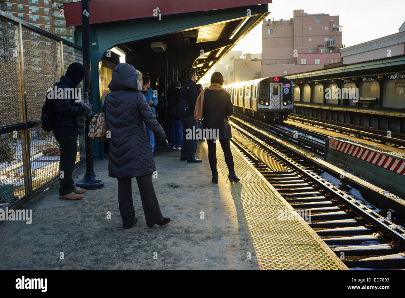 Morning commute, going from Brooklyn to Manhattan at Lorimer Street station, just before crossing the Williamsburg - Stock Image