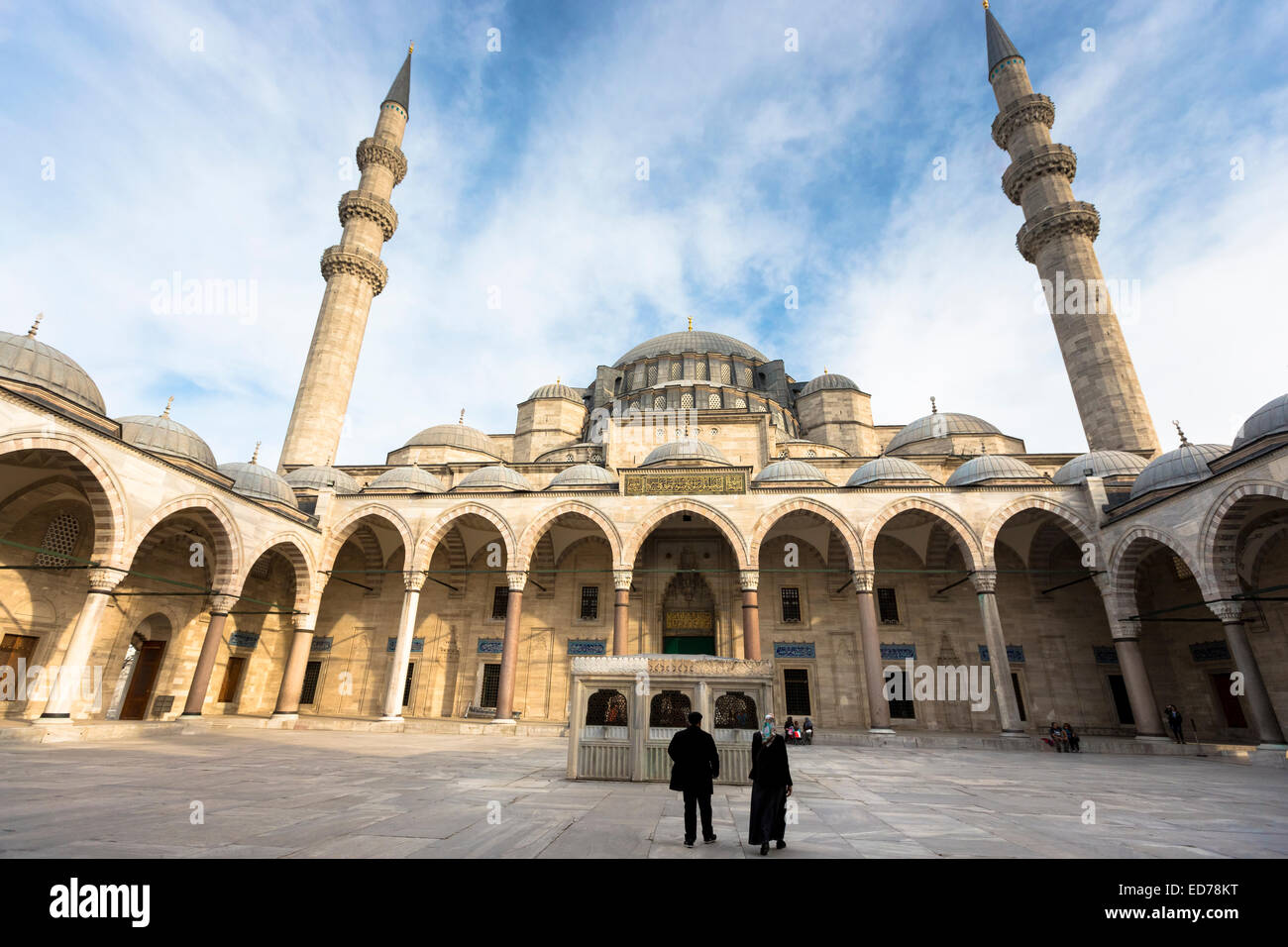 Muslims in courtyard of Suleymaniye Mosque in Istanbul, Republic of Turkey - Stock Image