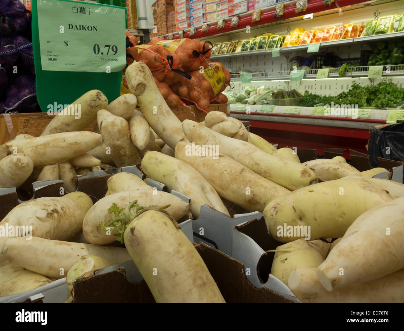 Asian Grocery Shelves Stock Photos & Asian Grocery Shelves Stock ...