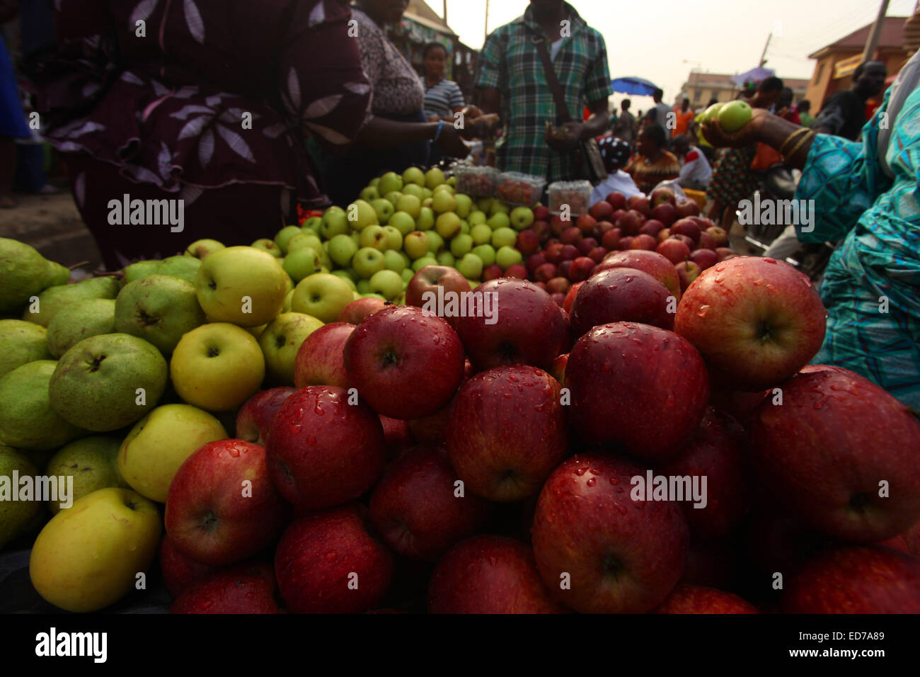 Layers of Apple and other fruits at an open market. - Stock Image