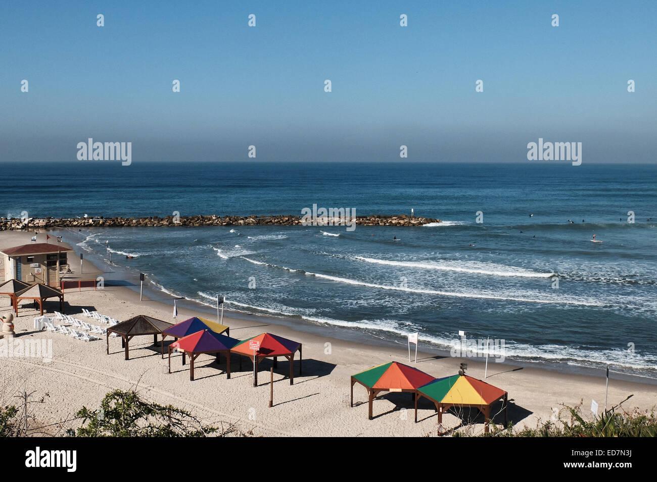 Tel-Aviv, Israel. 31st Dec, 2014. Surfers hit the Hilton Beach enjoying a sunny winter day. Twenty-two Degrees Centigrade - Stock Image