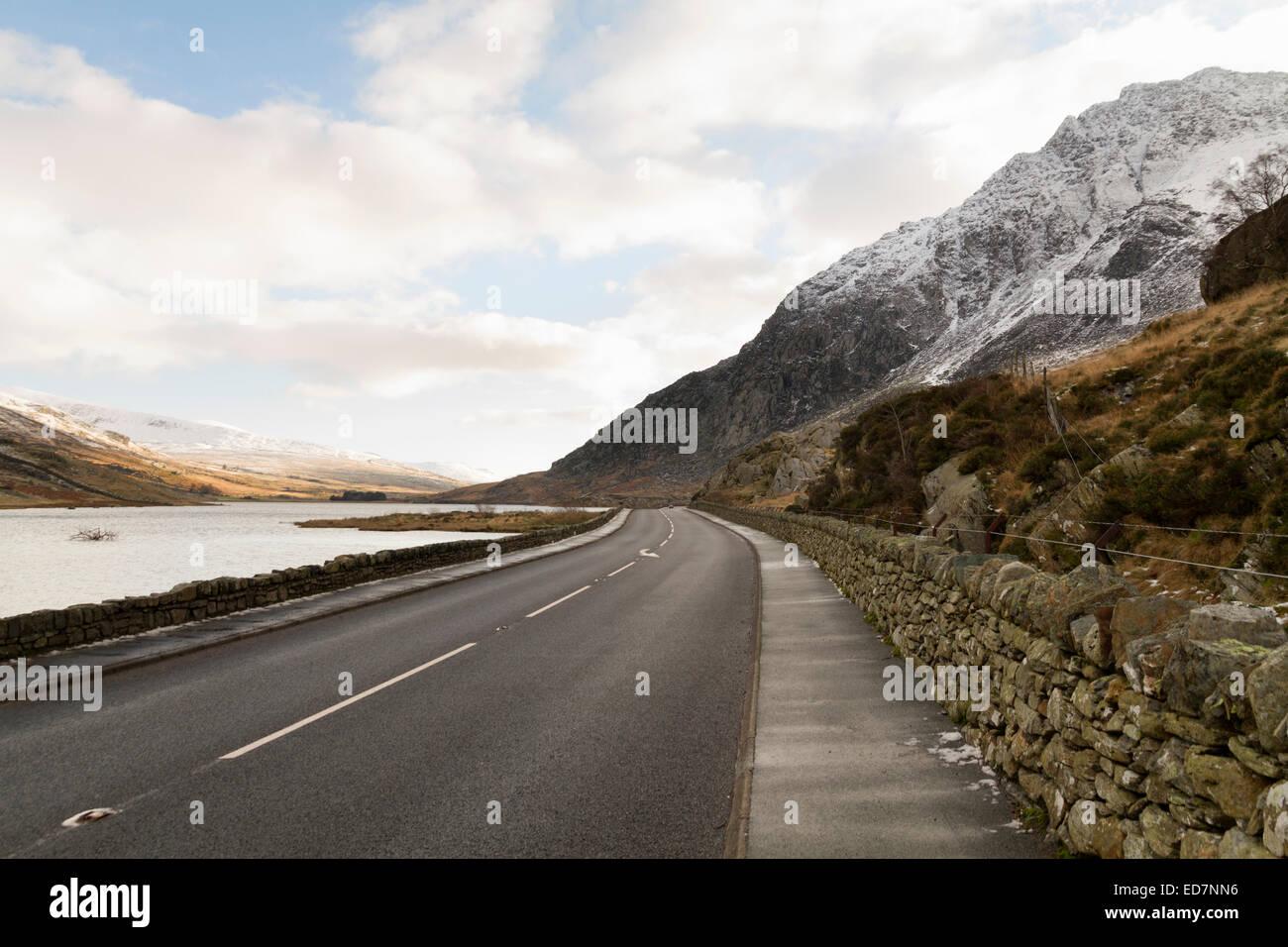 The A5 road running alongside Llyn Ogwen in North Wales - Stock Image
