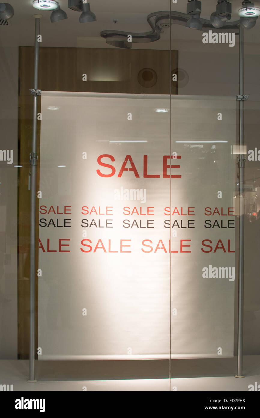 Sale sign in shop window inside shopping centre - Stock Image