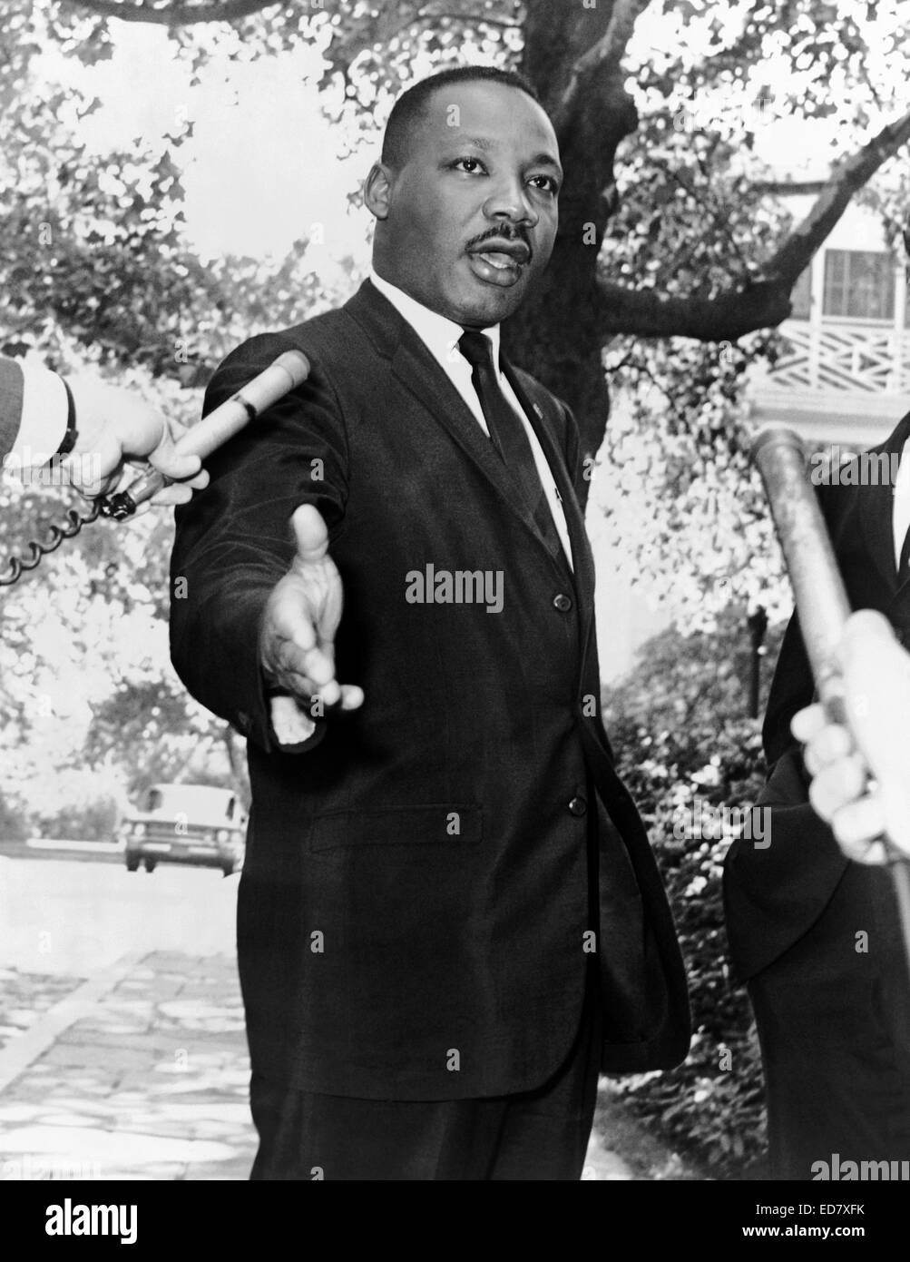 Dr. Martin Luther King, Jr. speaks to the press after a meeting with New York Mayor Robert F. Wagner at Gracie Mansion - Stock Image