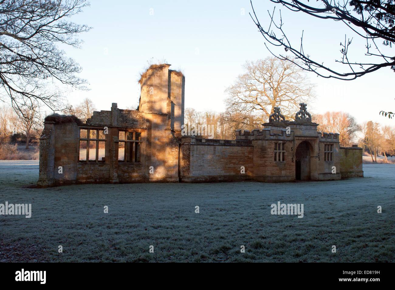 Gateway ruins, Toddington Manor, Gloucestershire, England, UK - Stock Image