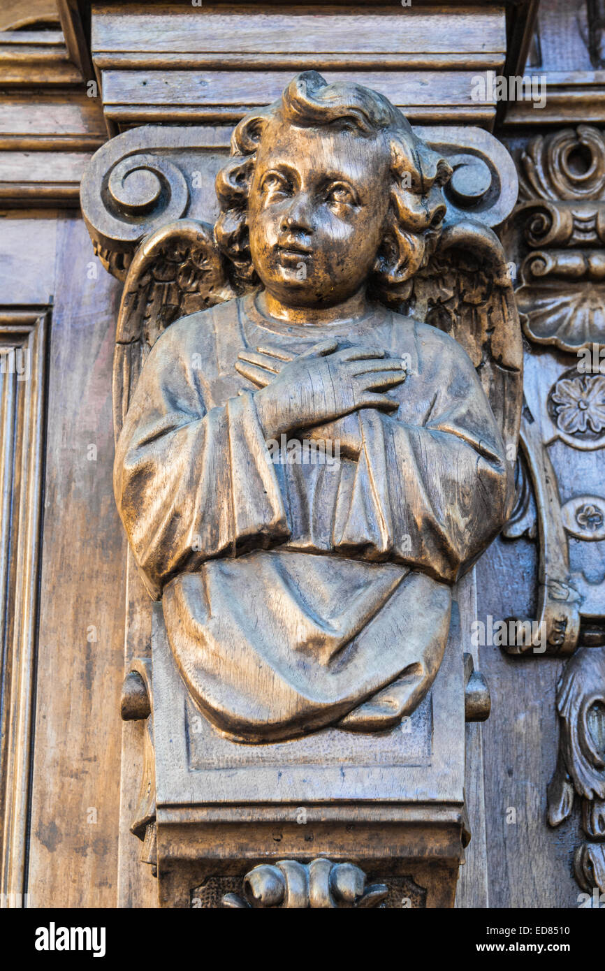 angel carved in a wood portal - Stock Image