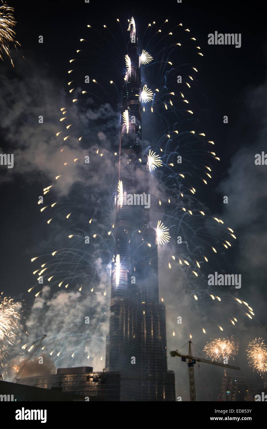 Dubai, UAE. 1st January, 2015. New Year Celebrations Fireworks at Burj Khalifa world's tallest tower at Dubai Downtown Stock Photo