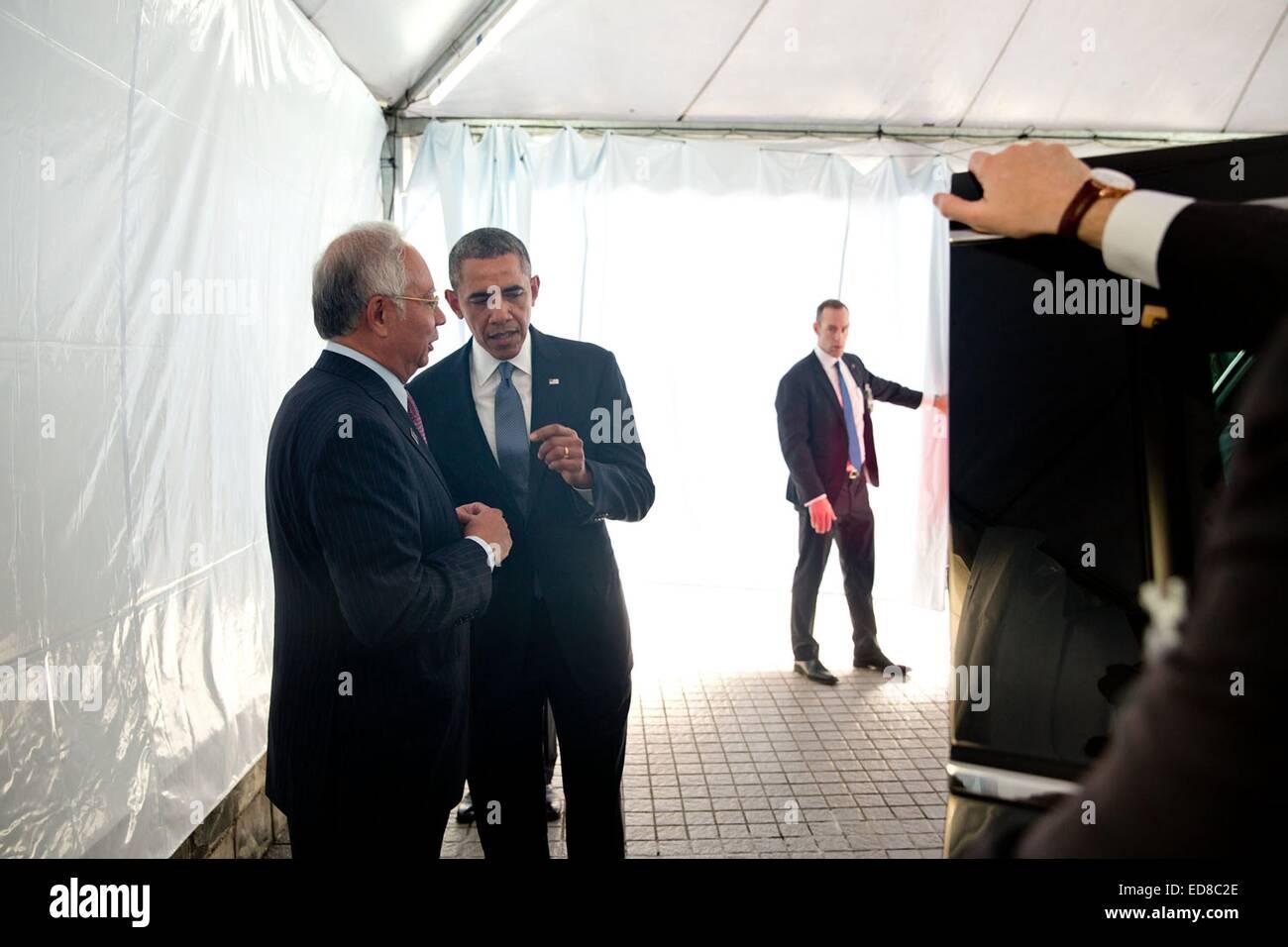 US President Barack Obama bids farewell to Prime Minister Mohammed Najib Abdul Razak of Malaysia April 28, 2014 - Stock Image