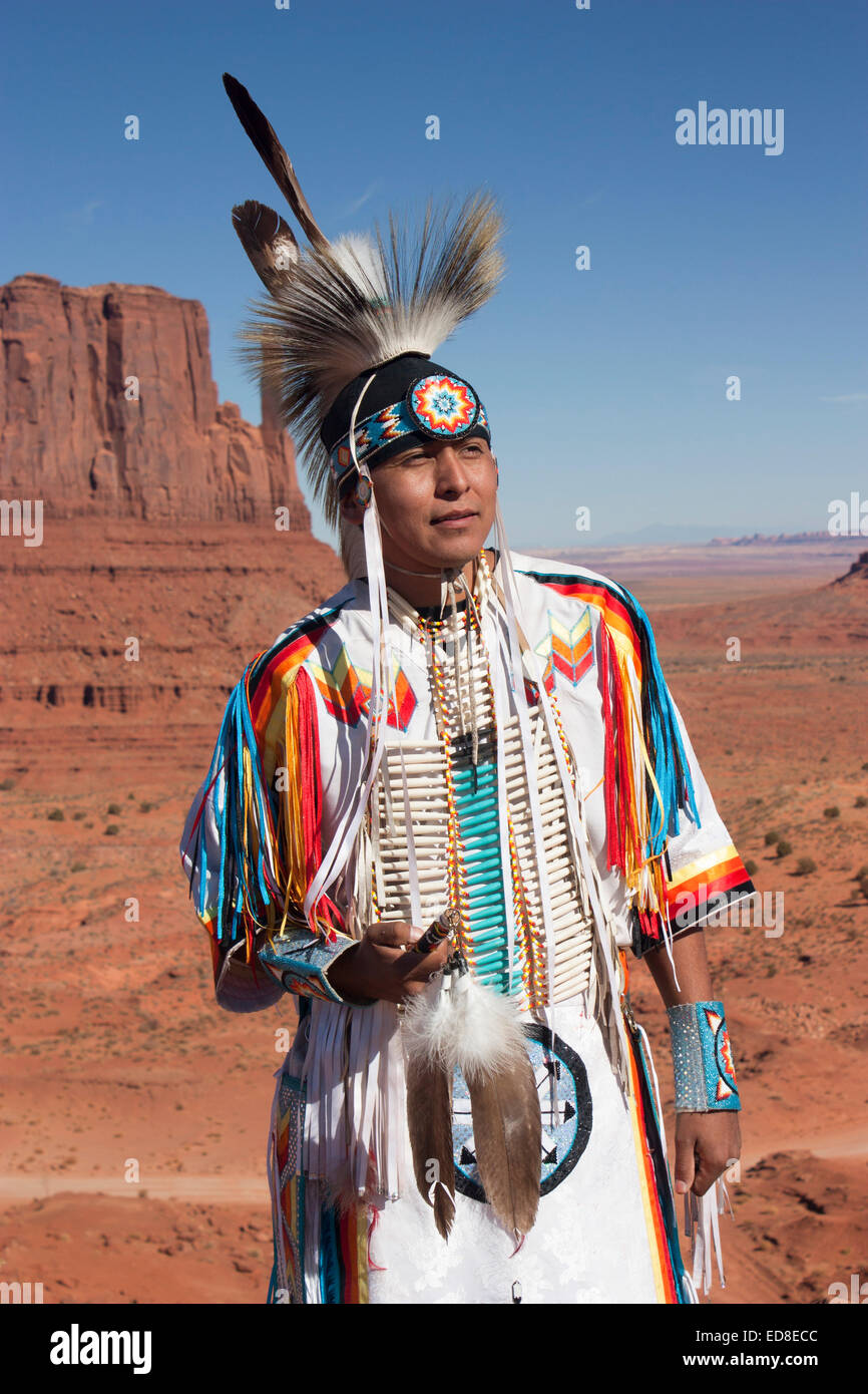 navajo-man-in-traditional-dress-monument