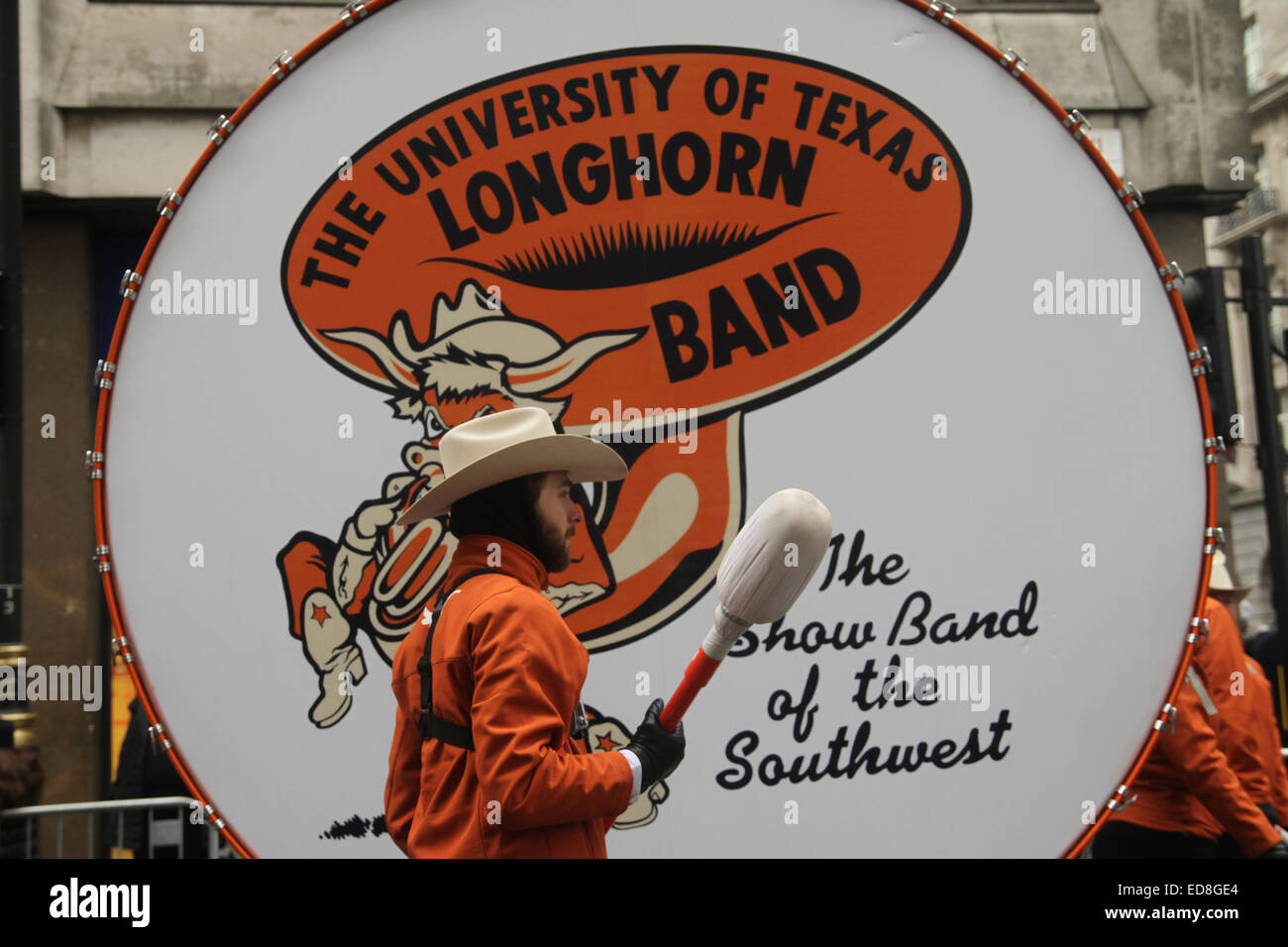 London, UK. 1 January 2015. University of Texas Longhorn band members do a final rehearsal ahead of the parade start - Stock Image