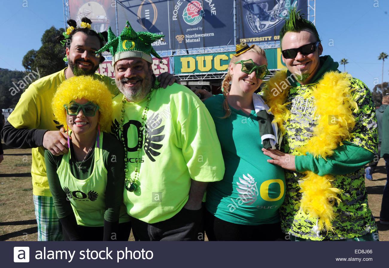 Pasadena, California, USA. 01st Jan, 2015. Jeremy, Tina, Chuck, Katrina and Josh Wheeler of Las Vegas pose for a - Stock Image