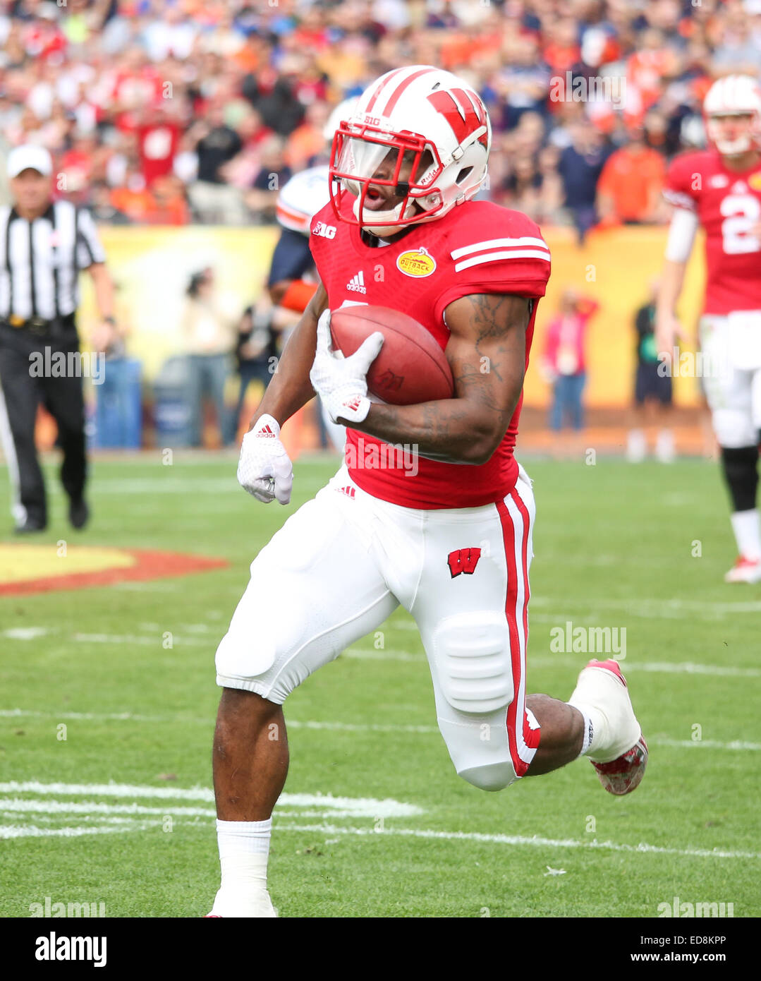 Tampa, FL, USA. 1st Jan, 2015. Wisconsin RB Corey Clement #6 breaks off a big run during the Outback Bowl game between - Stock Image