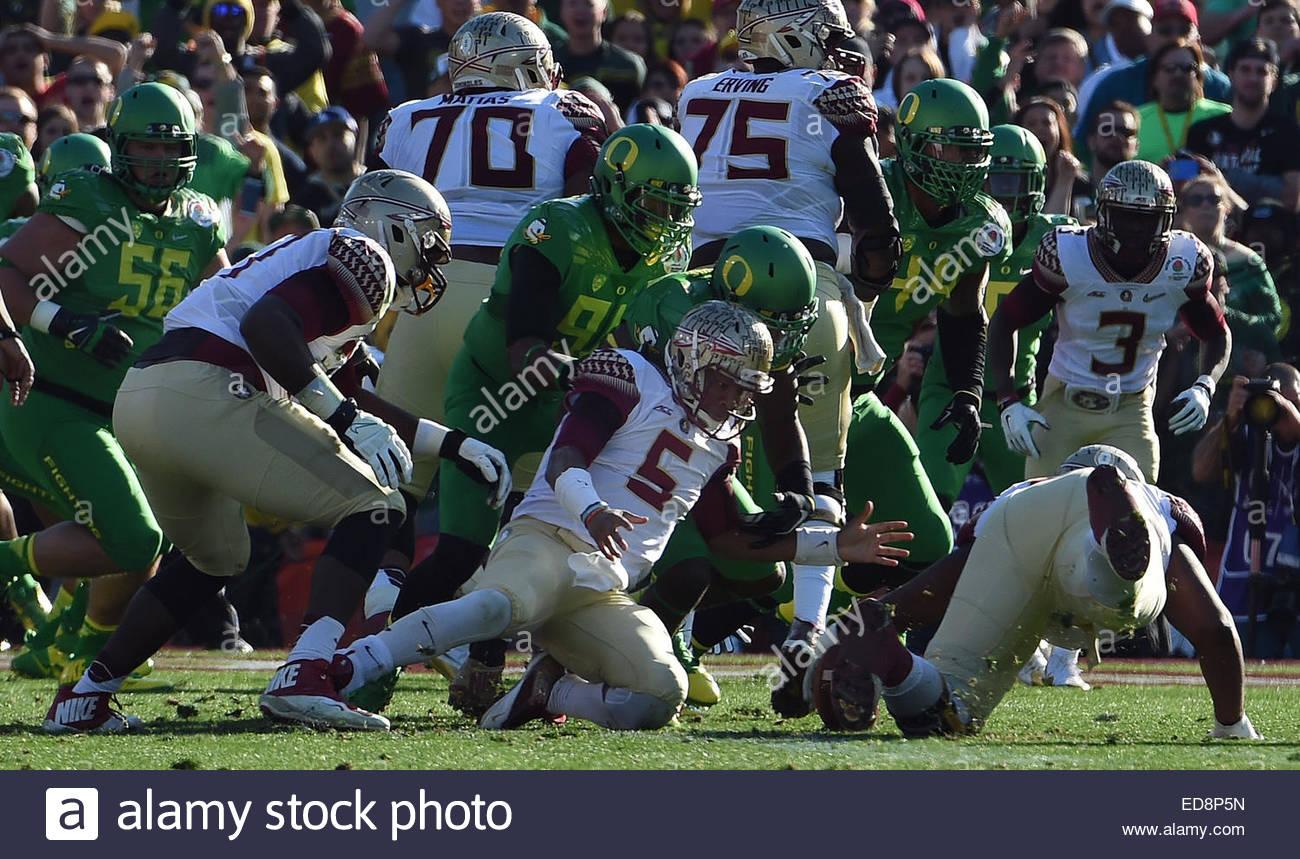 Pasadena, California, USA. 01st Jan, 2015. Florida State Seminoles quarterback Jameis Winston (5) fumbles the ball - Stock Image