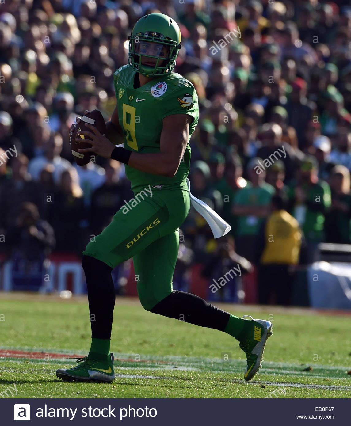 Pasadena, California, USA. 01st Jan, 2015. Oregon Ducks quarterback Marcus Mariota (8) scrambles against the Florida - Stock Image