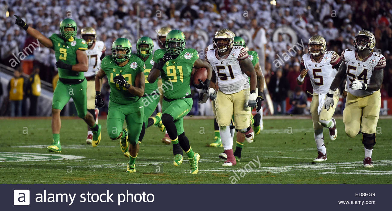 Pasadena, California, USA. 01st Jan, 2015. Oregon Ducks linebacker Tony Washington (91) recovers a Florida State - Stock Image