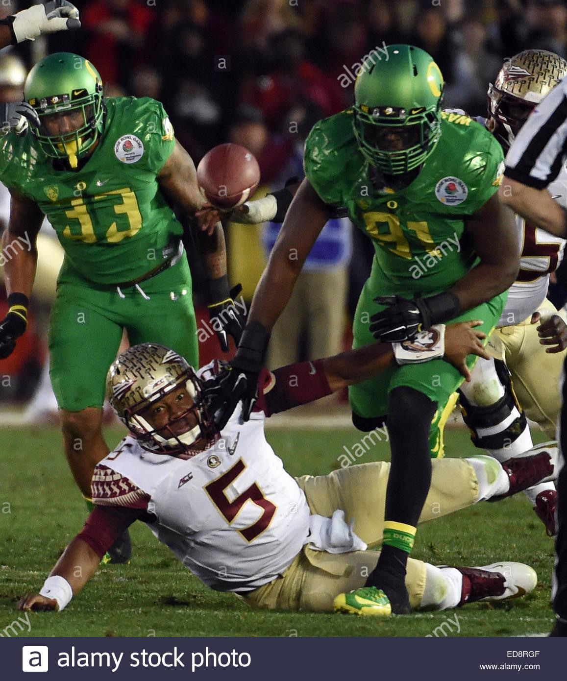 Pasadena, California, USA. 01st Jan, 2015. Florida State Seminoles quarterback Jameis Winston (5) fumbles as Oregon - Stock Image