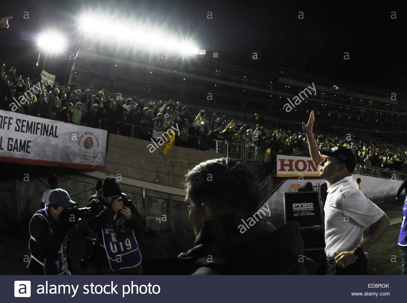 Pasadena, California, USA. 01st Jan, 2015. Oregon Ducks head coach Mark Helfrich waves to the fans after defeating - Stock Image
