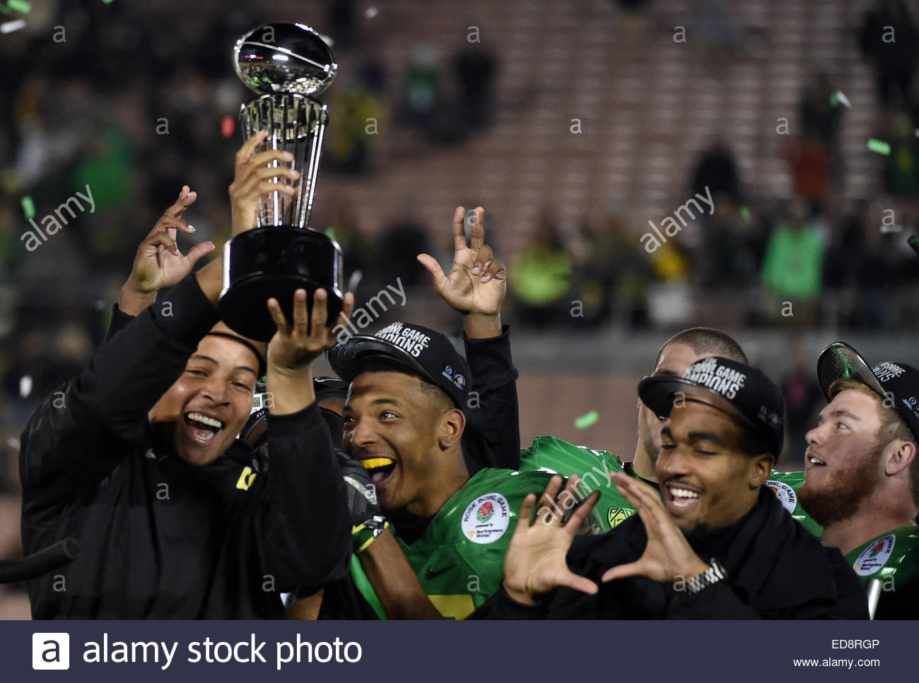 Pasadena, California, USA. 01st Jan, 2015. Oregon Ducks celebrate with the Rose Bowl trophy after defeating the - Stock Image