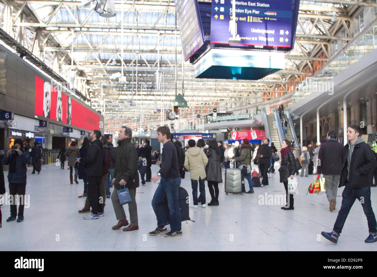 London, UK. 2nd January 2015. Passengers at Waterloo station. Rail fare increase in England and Wales come into - Stock Image