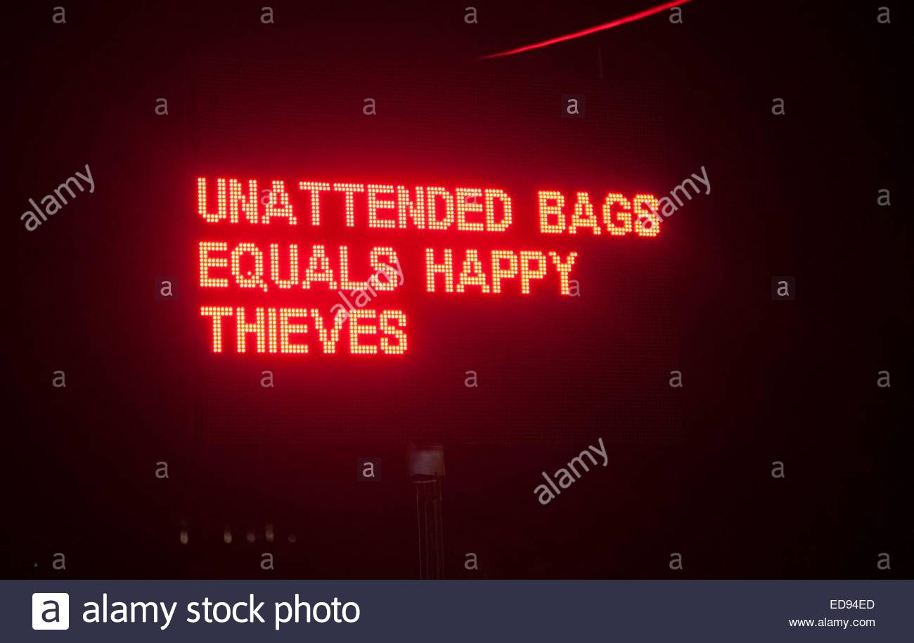 Sign reading 'Unattended bags equals happy thieves.' - Stock Image
