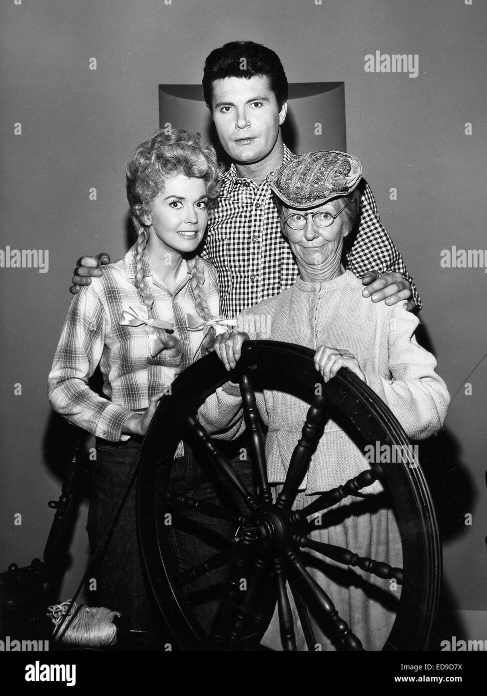 File. 2nd Jan, 2015. Donna Douglas, who played hillbilly bombshell Elly May Clampett on the baby-boomer-beloved 1960s sitcom The Beverly Hillbillies, has died in her Louisiana home. She was 81. PICTURED: July 20, 2011 - The Beverly Hillbillies cast DONNA DOUGLAS, left, IRENE RYAN, BUDDY MAX BAER Jr. © Globe Photos/ZUMAPRESS.com/Alamy Live News Stock Photo