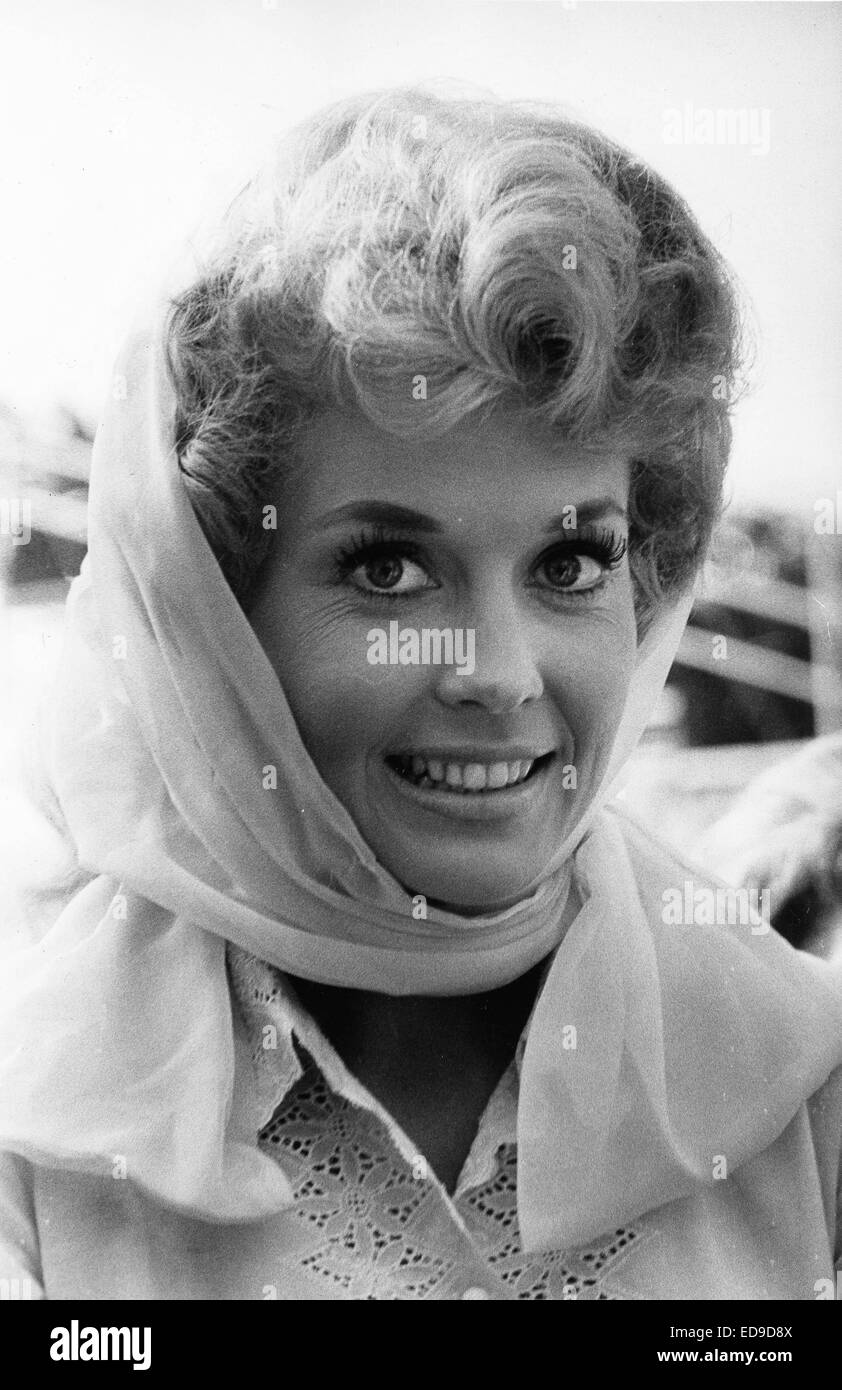 File. 2nd Jan, 2015. Donna Douglas, who played hillbilly bombshell Elly May Clampett on the baby-boomer-beloved 1960s sitcom The Beverly Hillbillies, has died in her Louisiana home. She was 81. PICTURED: July 20, 2011 - DONNA DOUGLAS. © Globe Photos/ZUMAPRESS.com/Alamy Live News Stock Photo