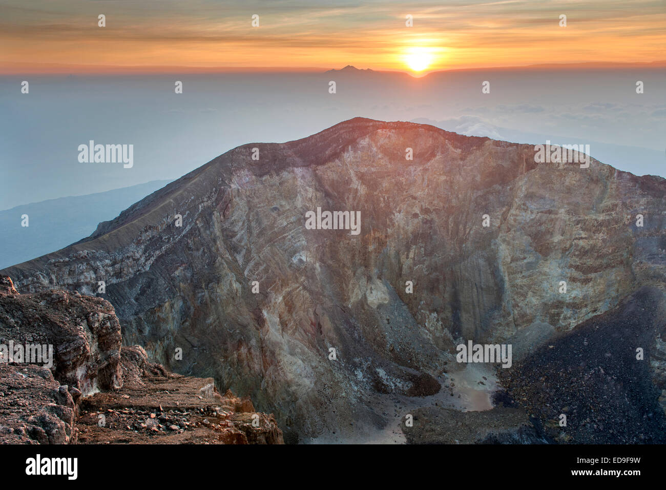 Sunrise seen from the summit of Gunung Agung (3142m), the highest volcano on the island of Bali, Indonesia. - Stock Image