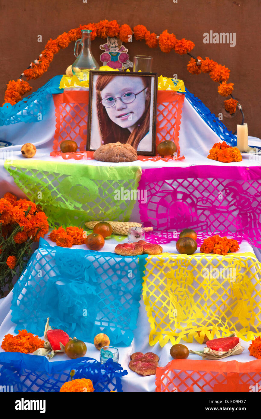 An ALTAR set up in the JARDIN to honor loved ones who have died during DAY OF THE DEAD -  SAN MIGUEL DE ALLENDE, - Stock Image