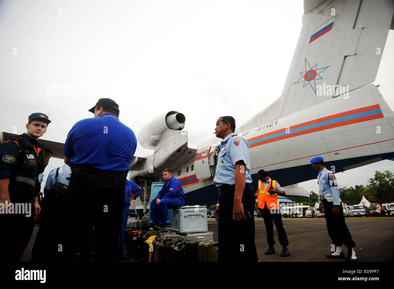 Pangkalan Bun, Indonesia. 3rd Jan, 2015. Crew members of a Russian amphibious plane is seen at Pangkalan Bun Airport - Stock Image