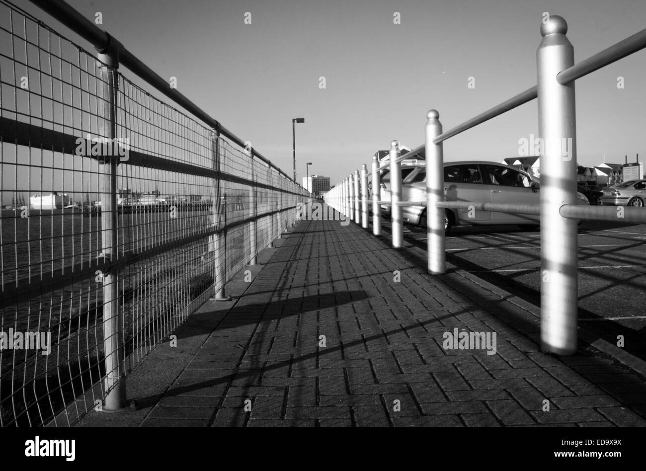 A footpath down by Southampton Docks with leading lines looking towards the building at the end of the path. - Stock Image