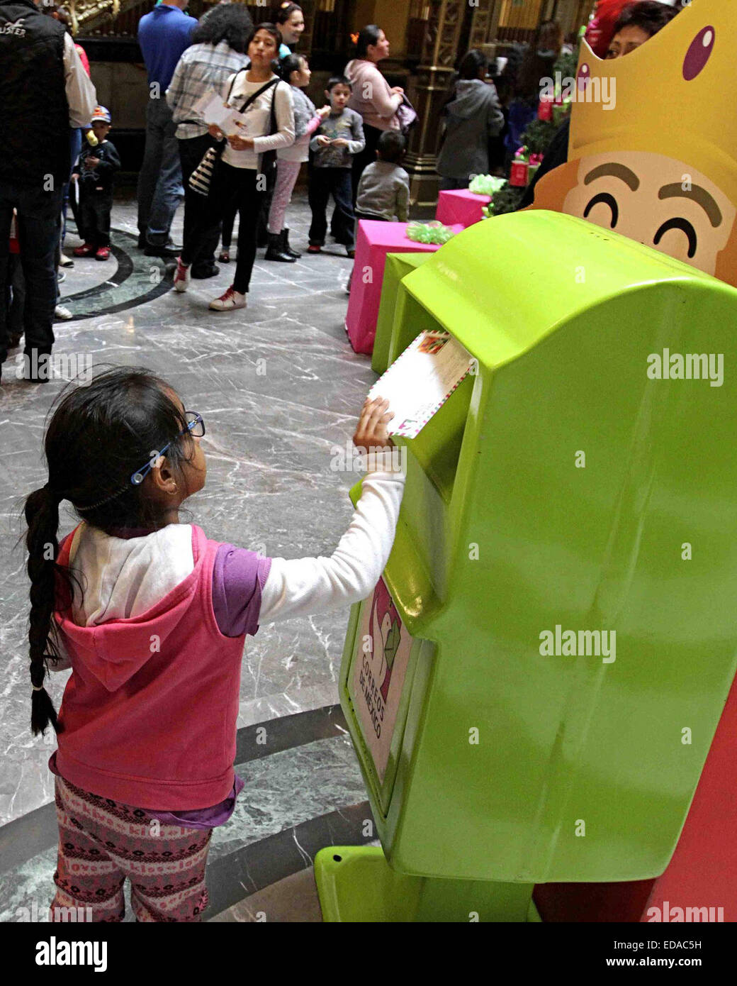 Mexico City, Mexico. 3rd Jan, 2015. A girl deposits her letter to the Three Wise Men, in mailboxes installed by - Stock Image