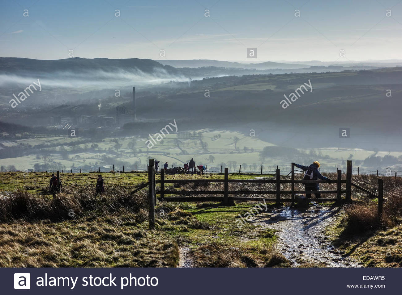 Edale, Derbyshire, UK. 4th Jan 2015.  UK Weather: After a hard frost, clear blue skies and bright winter sunshine Stock Photo