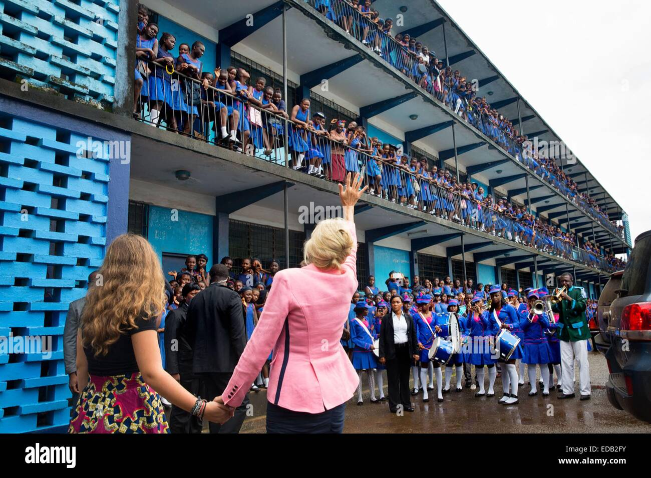 Dr. Jill Biden, wife of the Vice President, and granddaughter Finnegan Biden wave to students assembled on the railings - Stock Image