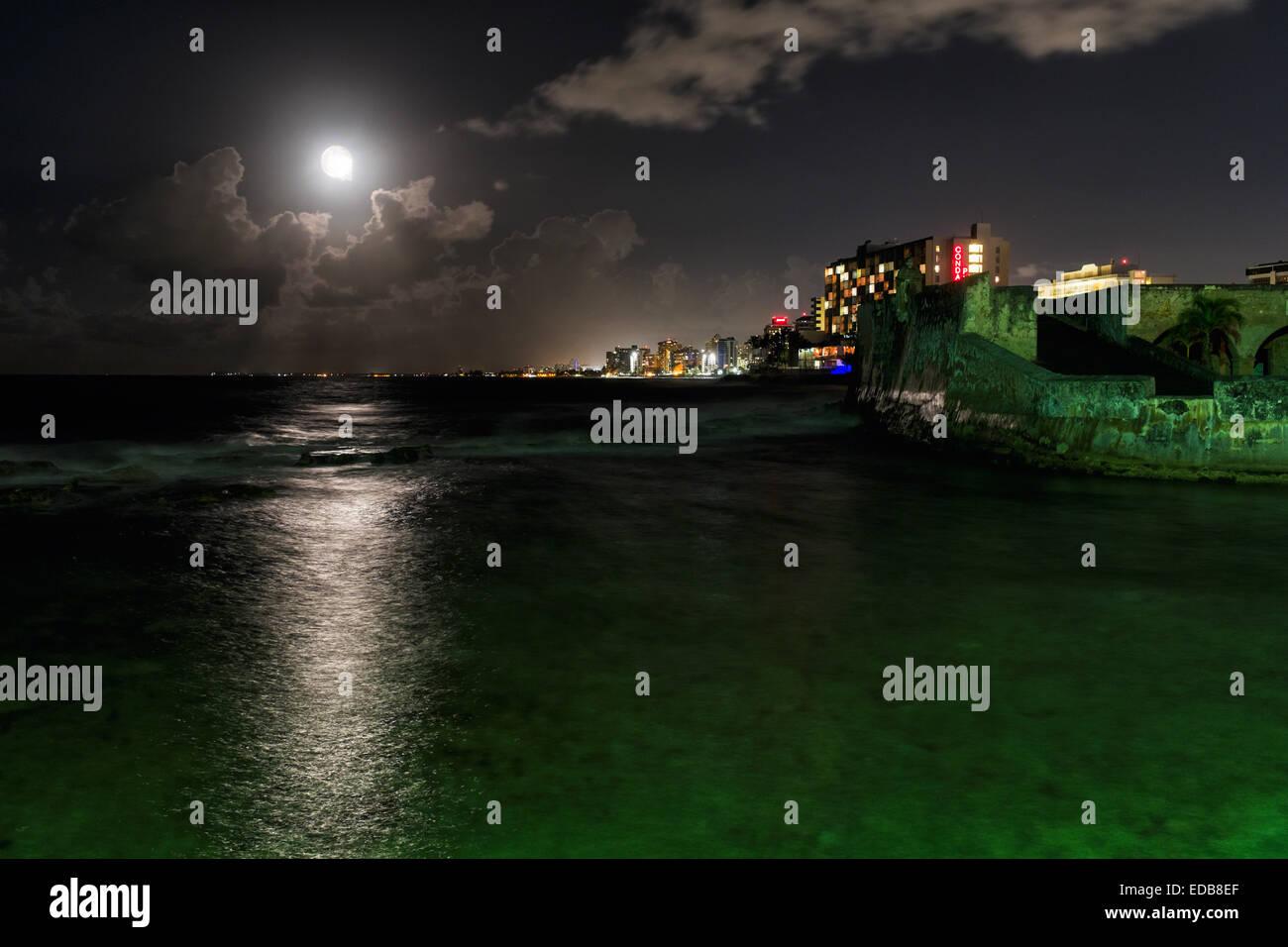 Night Scenic View of Ocean Front Buildings of Condado and Fort San Geronimo, Puerta de Tierra, San Juan, Puerto - Stock Image