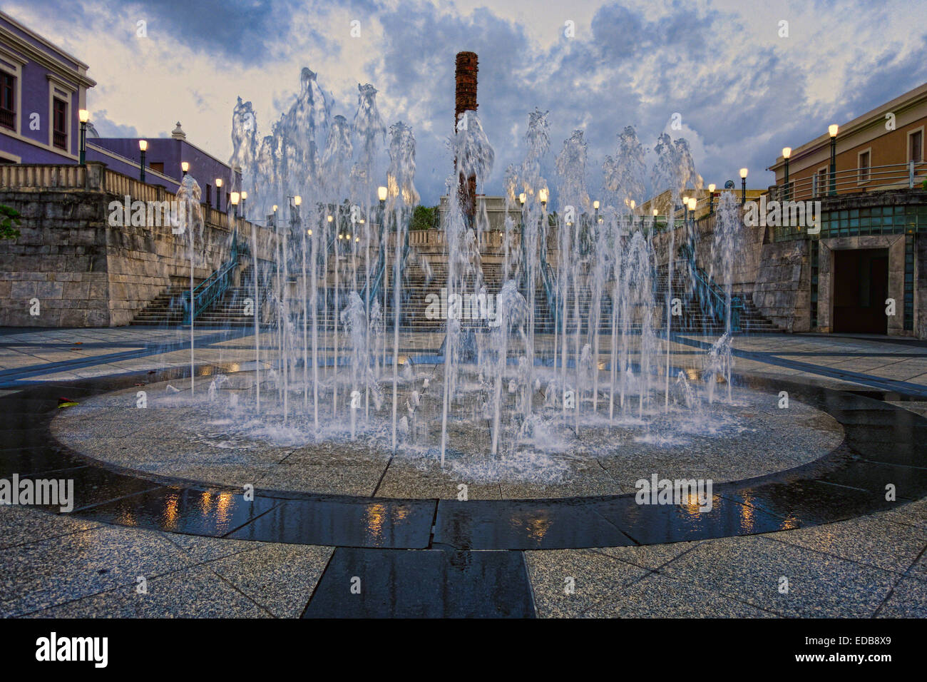 Low Angle View of a Fountain on Plaza del Quinto Centenario at Night, San Juan, Puerto Rico - Stock Image