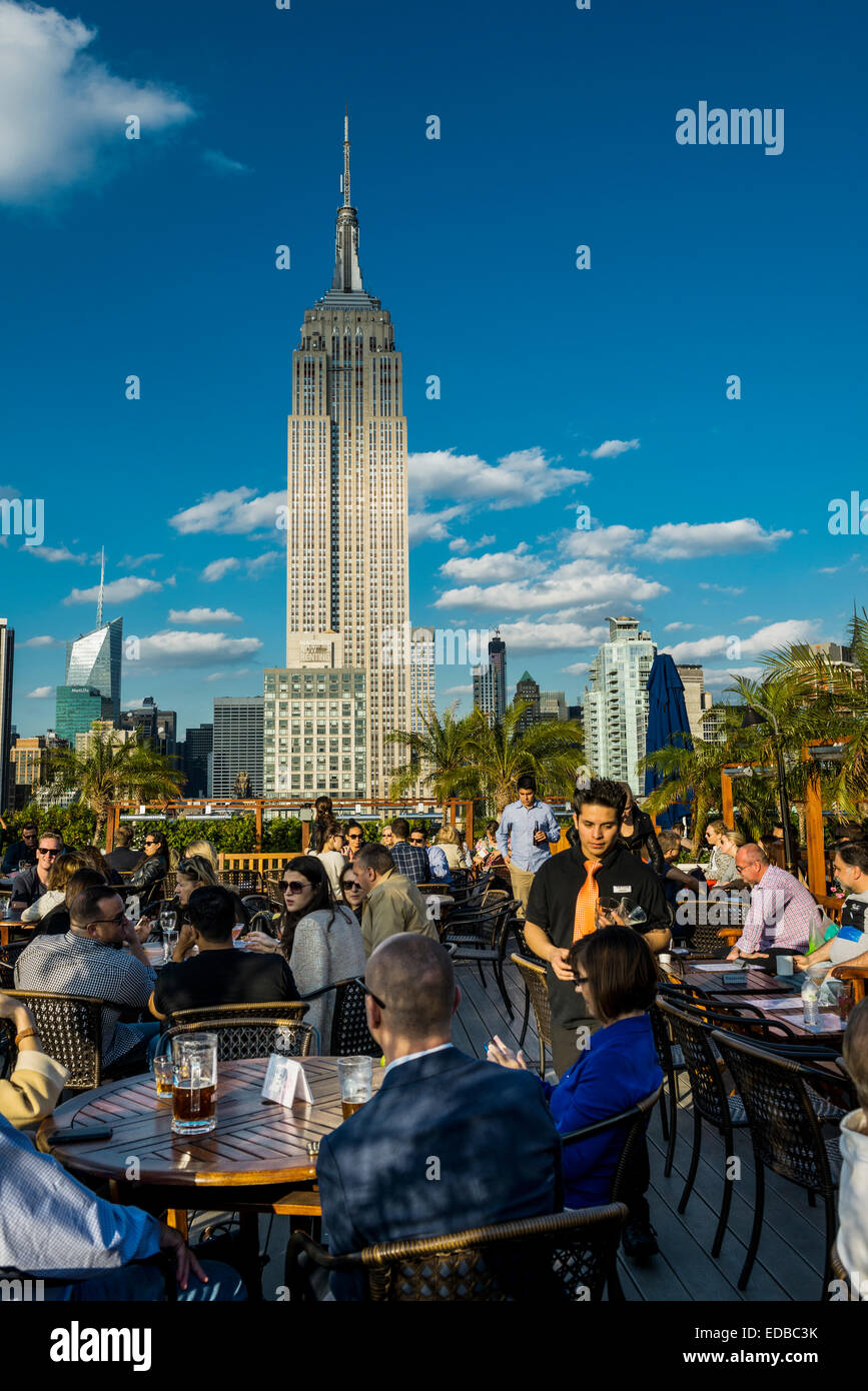 Rooftop bar and Empire State Building, 5th Avenue, Manhattan, New York, United States - Stock Image