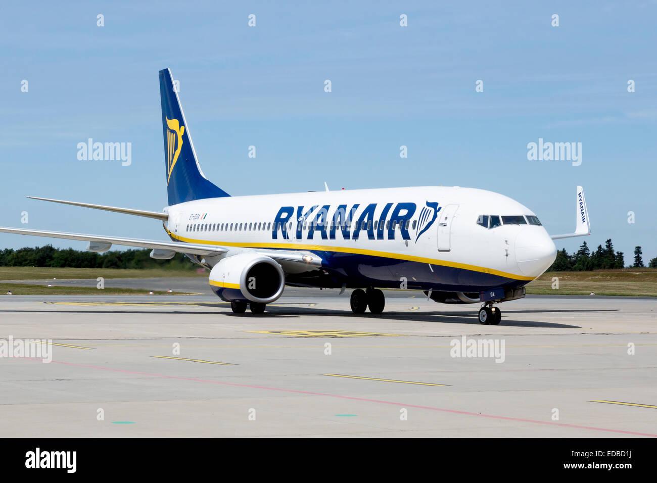 Boeing 737-800 of low-cost airline Ryanair at Frankfurt-Hahn Airport, Hahn Airport near Simmern, Rhineland-Palatinate, - Stock Image