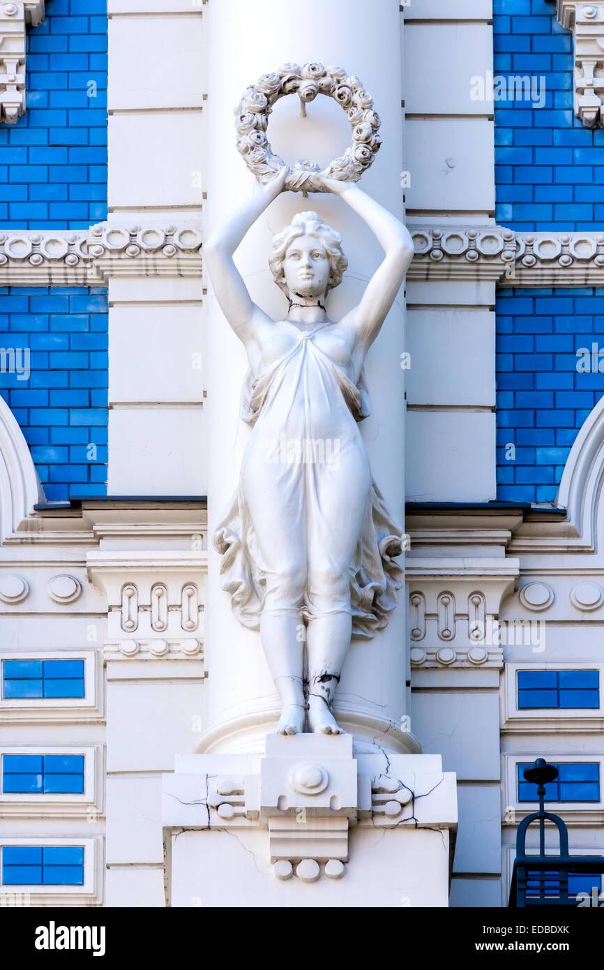 Sculpture on the façade of building No. 4 Strelnieku iela street, Art Nouveau, Riga, Latvia - Stock Image